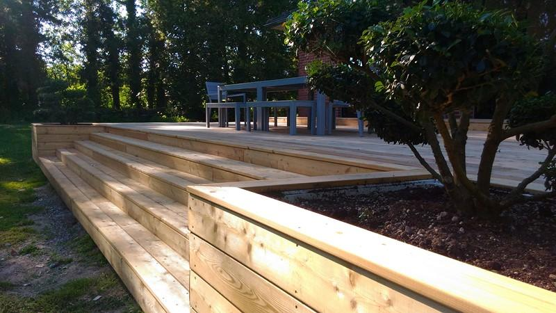 terrasse en m l ze sur plusieurs niveaux style bois fresne sur escaut. Black Bedroom Furniture Sets. Home Design Ideas